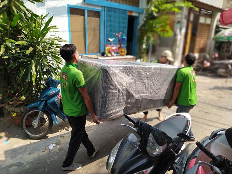 vận chuyển tủ lạnh ra xe tải