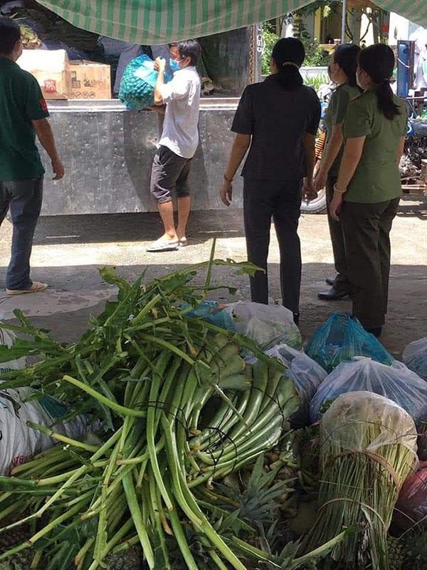 xe tải chở rau củ quả trong mùa dịch tại TPHCM